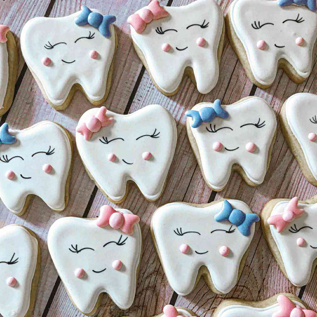 medical cookie cutters, tooth shaped cookie cutter, lips cookie cutter, nurse cookie cutters, stethoscope cookie cutter, syringe cookie cutter, toothbrush cookie cutter, lab cookie cutter, magnifying glass cookie cutter, dentist shape cutters, cookie cutters, cookie moulds, cookie cutter near me, fondant cutters, mini cookie cutters, happy cutters