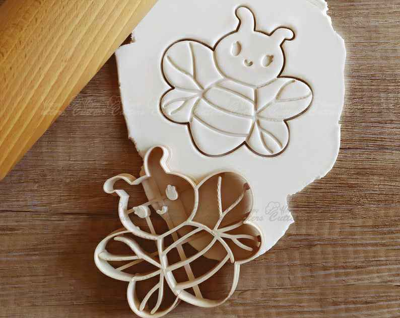 Bee and Ladybug Cookie Cutter Pastry Fondant Dough Biscuit,                       animal cutters, animal cookie cutters, farm animal cookie cutters, woodland animal cookie cutters, elephant cookie cutter, dinosaur cookie cutters, lacrosse cookie cutter, dog bone cutter, automatic cookie cutter, disney coco cookie cutters, disney princess cookie cutters, cooky cutters, hallmark cookie cutters, peppa pig sandwich cutter,
